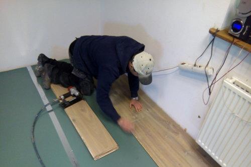 Houten Vloeren Vergelijken : Zwevend leggen van houten vloeren fairwood
